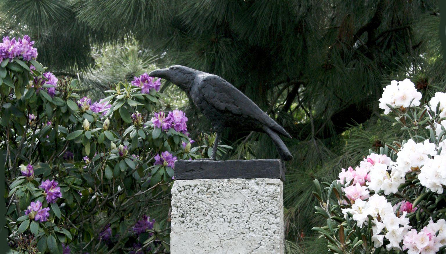 Bronzefiguren im Garten