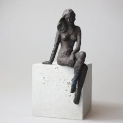 Sitzendes Mädchen X