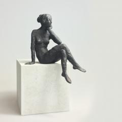 Sitzendes Mädchen XII