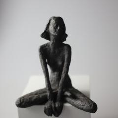 Sitzendes Mädchen VI